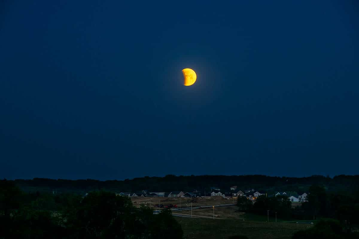 LunarEclipse_D852897.NEF